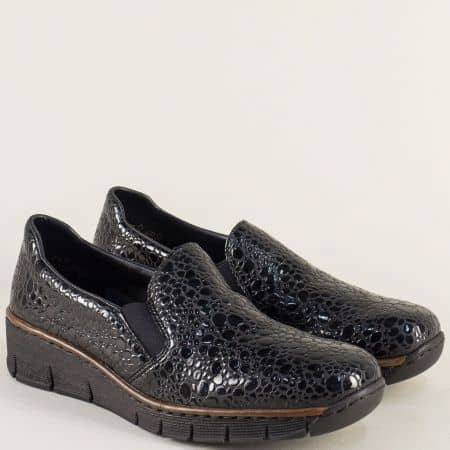 Лачени дамски обувки Rieker в черно на платформа 53766klch