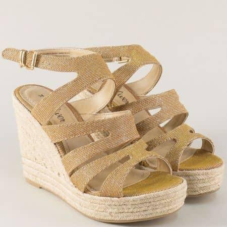 Дамски сандали на платформа златисто- S. Oliver 5528312zl