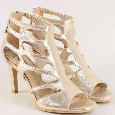 Златни дамски сандали със затворена пета- S.Oliver  5528318zl