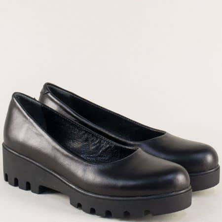 Дамски обувки в черен цвят на платформа с кожена стелка 560251ch