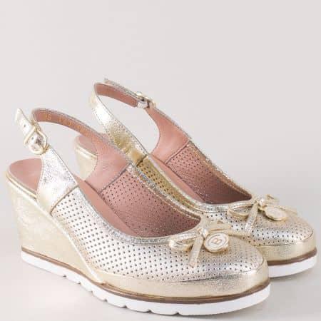 Златисти дамски обувки на клин ходило от естествена кожа 5611zl