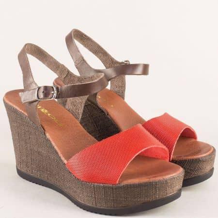 Дамски сандали в червено и кафяво с кожена стелка 5631504chv