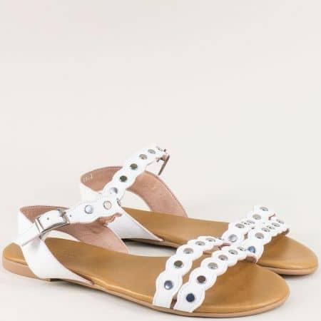Бели дамски сандали от естествена кожа на равно ходило 6002b