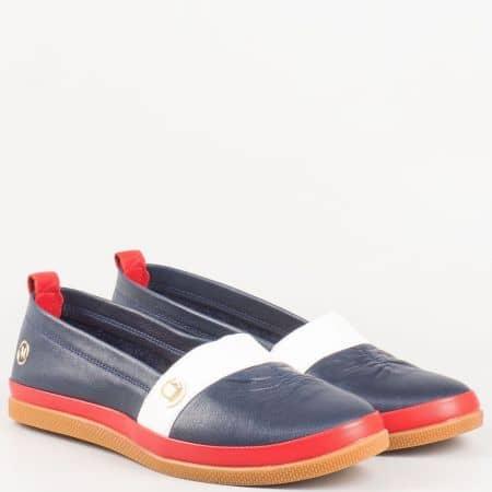 Трицветни дамски обувки в синьо, червено и бяло от естествена кожа изцяло на равно ходило 600tomi