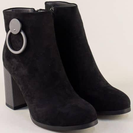 Черни дамски боти на стабилен висок ток в сив цвят 604916nchsv
