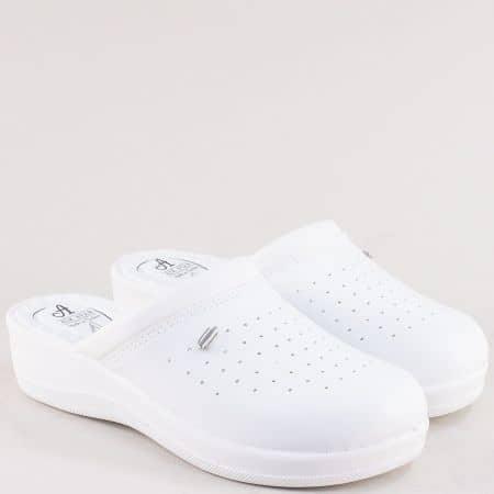 Бели дамски чехли със затворени пръсти- MAT STAR 606003b