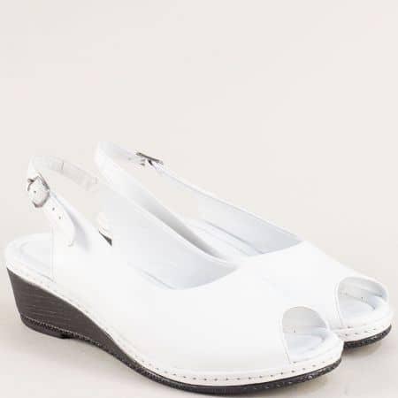 Бели дамски обувки от естествена кожа на клин ходило 6061b