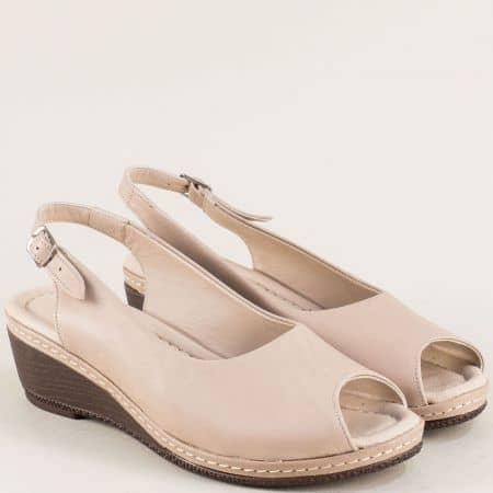 Кожени дамски обувки в бежов цвят на клин ходило 6061bj