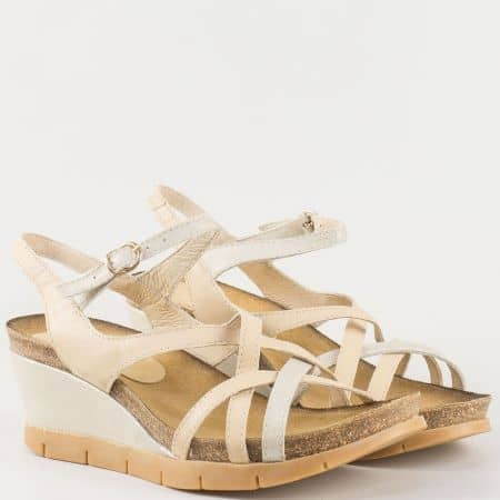 Дамски сандали за всеки ден произведени от изцяло естествена кожа, включително и стелката на български производител в бежово 61105bj