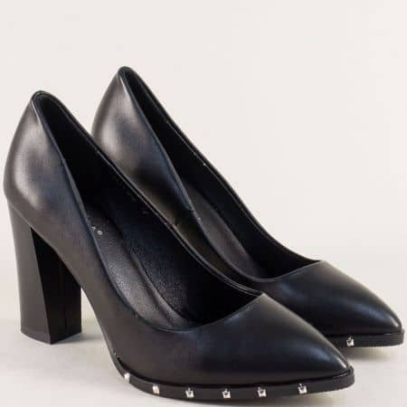 Дамски обувки в черен цвят с капси и стабилен висок ток 61192ch