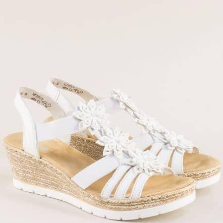 Бели дамски сандали с ластик на клин ходило- Rieker 61949b