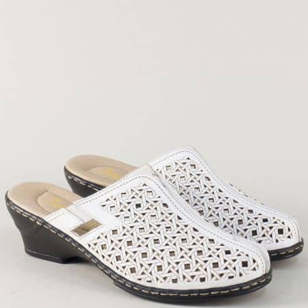 Бели дамски чехли от естествена кожа с перфорация на среден ток  62196b