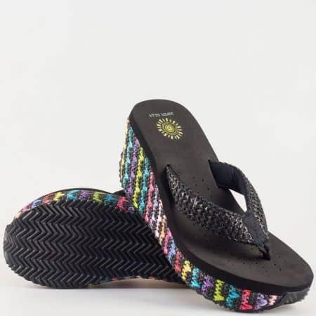 Дамски чехли за лятото на удобно клин ходило с лента между пръстите и ефектни цветове по платформата 621ch