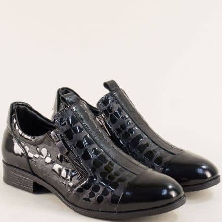Дамски обувки от естествен лак и кожа с два ципа в черен цвят 6223krlch