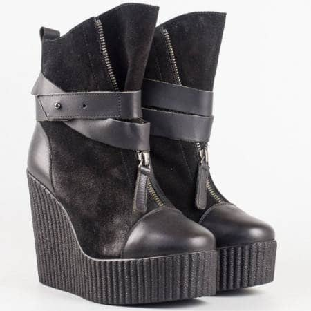 Дамски стилни боти произведени от 100% естествена кожа и велур на известен български производител в черен цвят 6367ch