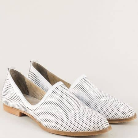 Бели дамски обувки от перфорирана естествена кожа 639b