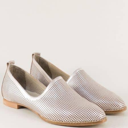 Розови дамски обувки с перфорация и перлен блясък 639srz