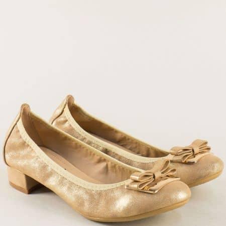 Златисти дамски обувки на нисък ток с декорация 6545102zl