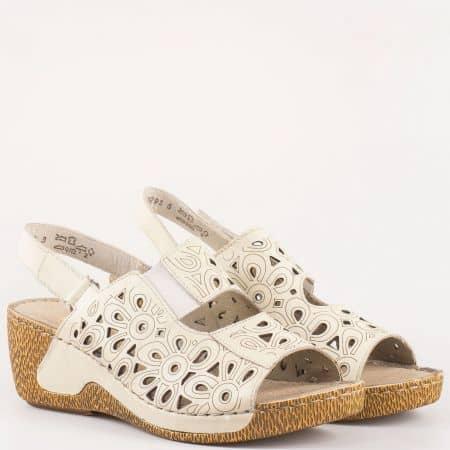 Перфорирани дамски сандали в бежово на шито клин ходило- Rieker от естествена кожа изцяла  65695bj