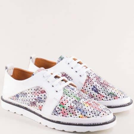 Бели дамски обувки с перфорация и пъстър принт 656bps