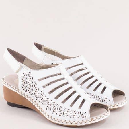 Бели дамски сандали на клин ходило от естествена кожа 66159b