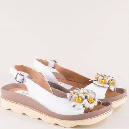Дамски сандали на платформа от естествена кожа в бяло 6823b1