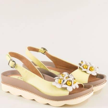 Дамски сандали от естествена кожа в жълто с декорация 6823j1