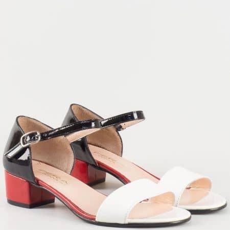 Дамски атрактивни сандали изработени от изцяло естествени материали - лак и кожа в цветова комбинация от червено, черно и бяло 698lps