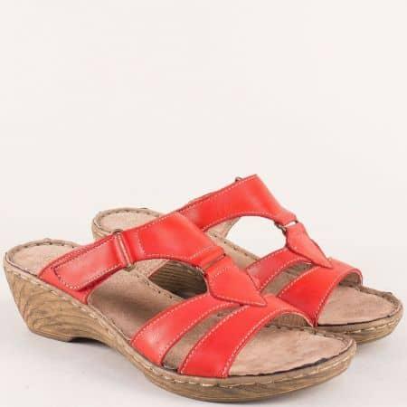 Италиански дамски чехли на среден ток в червен цвят 7102013chv