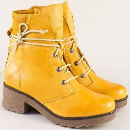 Кожени дамски боти с каучуково ходило в жълт цвят 724631049j