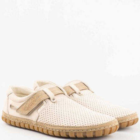 Бежови мъжки обувки с естесвена стелка, от висококачествен естествен набук с лепка и перфорация 732bj