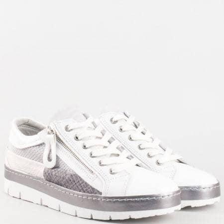 Дамски ежедневни обувки с актуална визия и кожена стелка на Bull Boxer в бяло и сиво 7525b