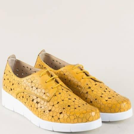 Дамски обувки с кожена ортопедична стелка в жълт цвят 76631058j