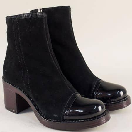Дамски боти от естествен лак и велур в черен цвят на висок ток 766794vch
