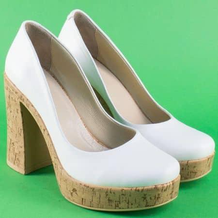 Кожени дамски обувки в бяло на висок ток и платформа 76b