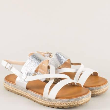 Дамски сандали в сребро и бяло на равно ходило 77019b