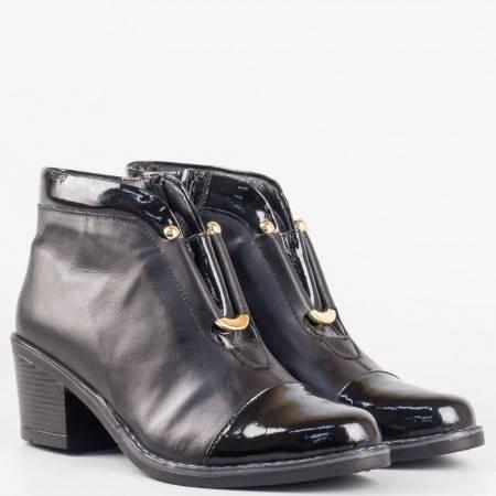 Дамски стилни боти със сая от висококачествена естествена кожа и лак на български производител в черен цвят 78911554ch