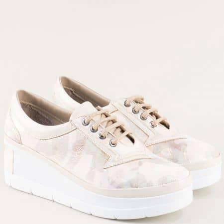 Кожени дамски обувки на клин ходило в бежово и бяло 808bjb