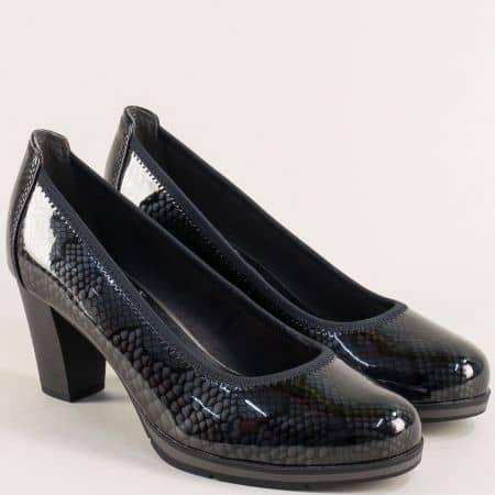 Черни дамски обувки със змийски принт на висок ток- Jana 822408zlch