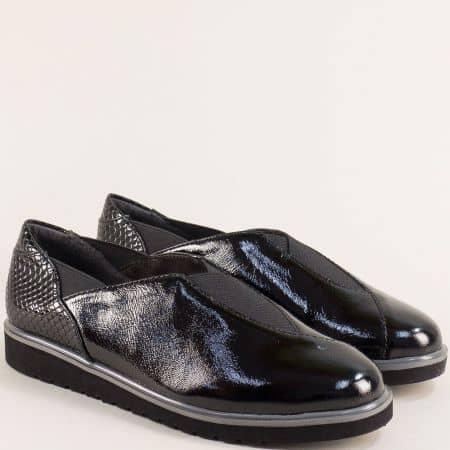 Черни дамски обувки от естествен лак с ластици- Jana 824602lch