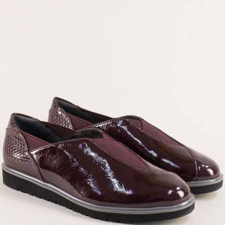Лачени дамски обувки на равно ходило в цвят бордо- Jana 824602lbd