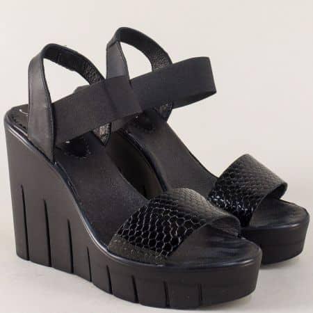 Дамски сандали от етествена кожа и лак в черен цвят на стабилна платформа 830937zch
