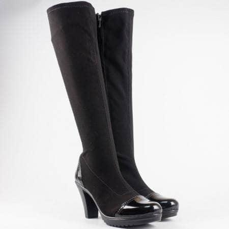 Дамски ботуши в комбинация от стреч материал и лак на български производител в черен цвят 83510285nchlch