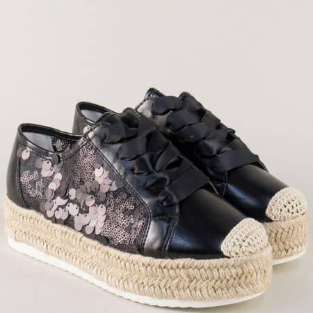 Спортни дамски обувки в черен цвят на платформа 836370ch