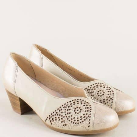 Бежви дамски обувки на среден ток с кожена стелка 83807bj