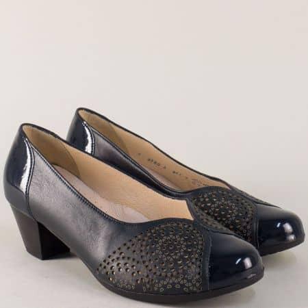 Сини дамски обувки на среден ток от естествен лак и кожа 83806s