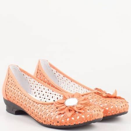 Актуални дамски обувки с цвете на нисък ток от перфорирана естиствена кожа в оранж- български производител 83o
