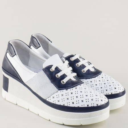 Кожени дамски обувки в бяло и синьо на платформа 840705ps