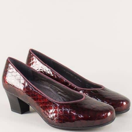 Лачени дамски обувки на среден ток в цвят бордо 8546lbd