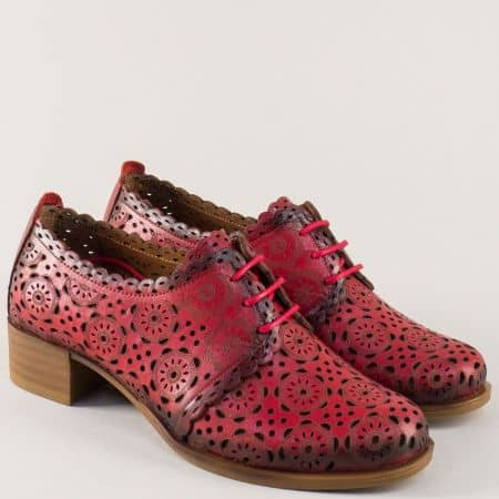 Червени дамски обувки на нисък ток от естествена кожа с перфорация 8561chv